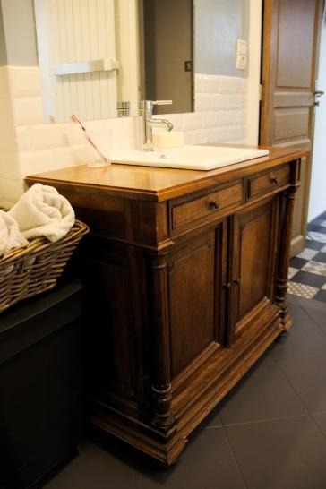 idée déco, salle de bain rétro, meuble chiné, home staging, lebonjo.com, coup de main entre particuliers, job, jobbing, diy, bon plan