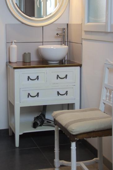 idée déco, salle de bain rétro, meuble chiné, home staging, lebonjo.com, coup de main entre particuliers, job, jobbing, diy, pas cher